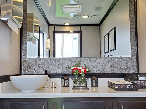 2 unit restroom trailer private stalls