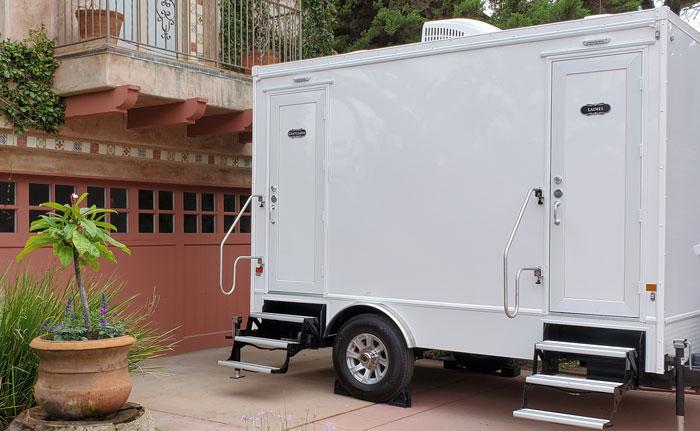 2 unit restroom trailer