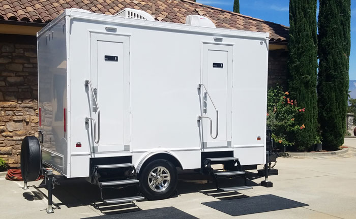 4 unit restroom trailer